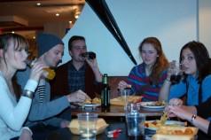 Öl och mat på Morals Bar.