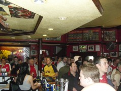 """Arsenal-puben """"The Gunners Pub""""."""
